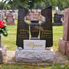 Product Code GL-9<br/><span>Gold Leaf Memorial Monument 9<:span/></span>